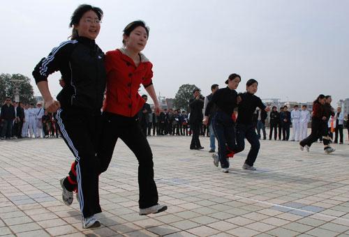 双飞舞跑 满族的民间娱乐性体育活动 满族体育 第6张