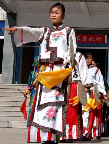 满族祭祀舞蹈:单鼓腰铃 文学艺术